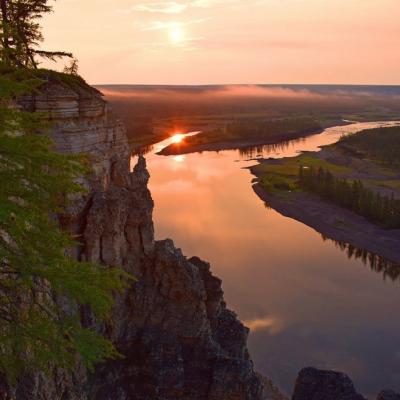 Красивый закат река Лена